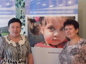 Пелипенко Любов Василівна (ліворуч)